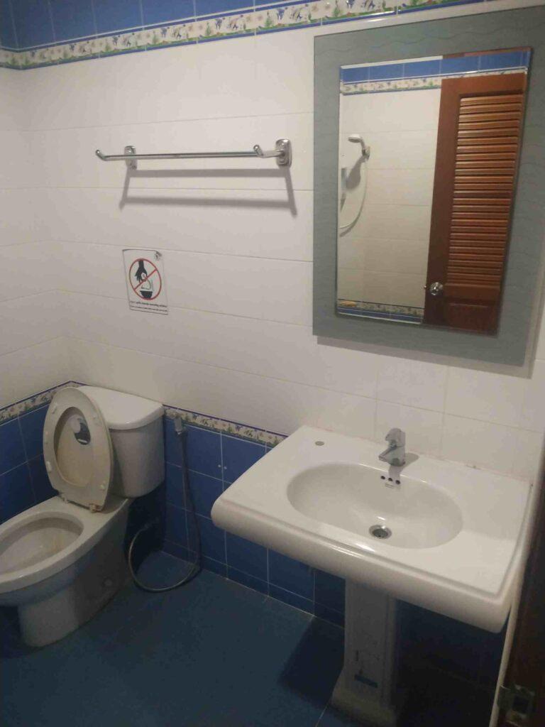 Chom Dao Hotel  bathroom king villa
