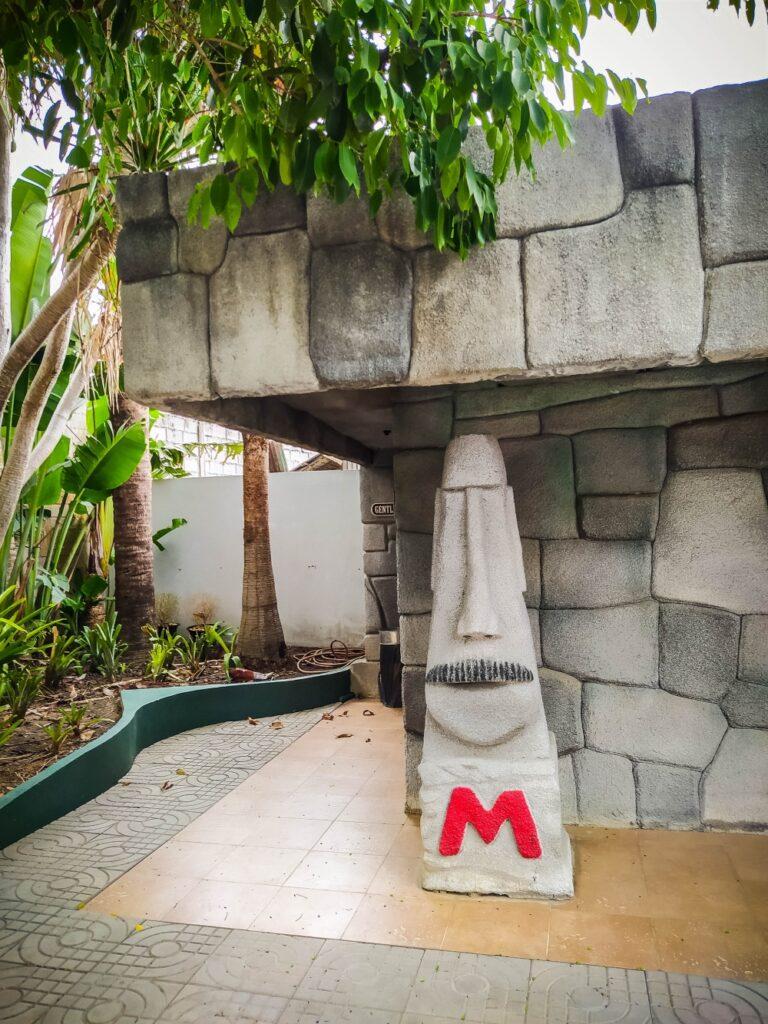 Moai Coffee Toilet statue men