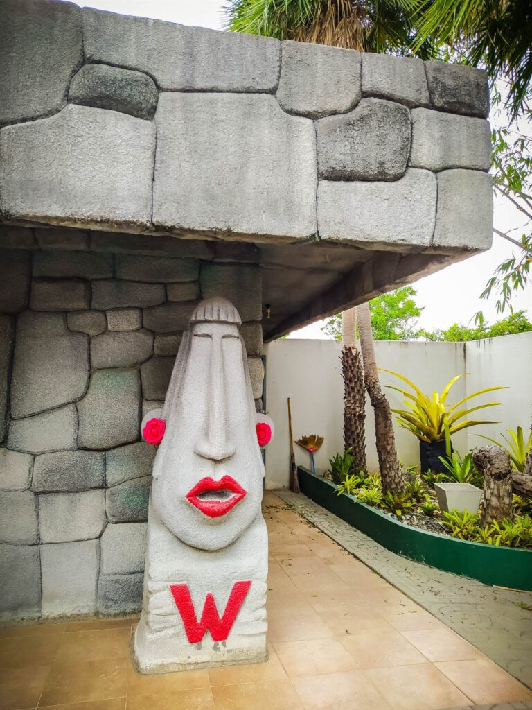 Moai Coffee Toilet statue women